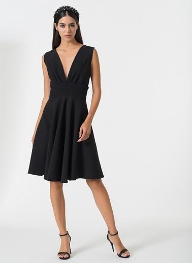 Esra Gürses Elbise Siyah